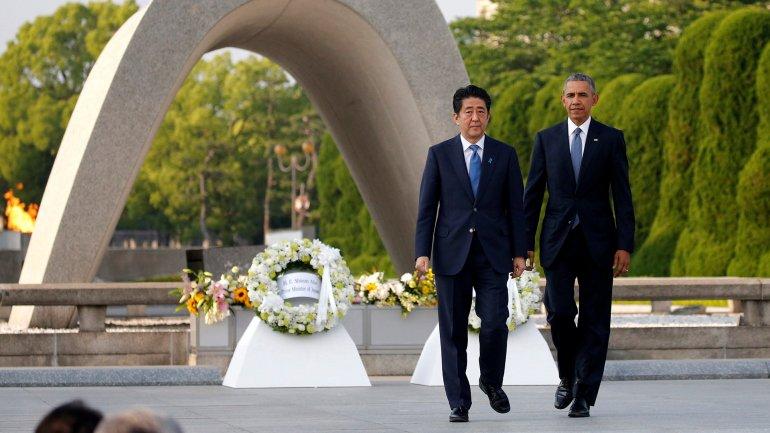 Barack Obama junto al primer ministro japonés Shinzo Abe