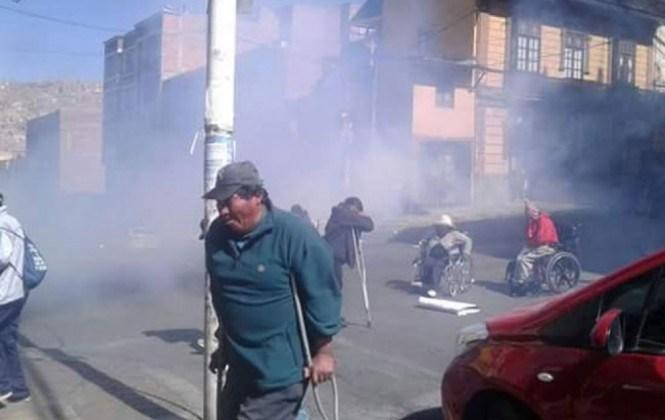 Denuncian que hay 10 policías heridos tras el enfrentamiento con discapacitados