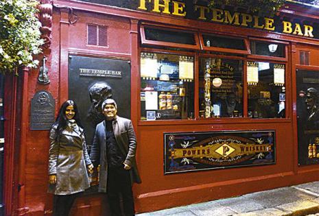 Visitando el famoso Temple Bar en Dublín (Irlanda)