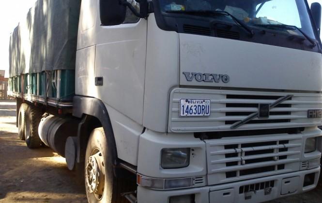 """Aduana decomisa 2 camiones y detiene a 7 """"contrabandistas"""" en medio de agresiones"""
