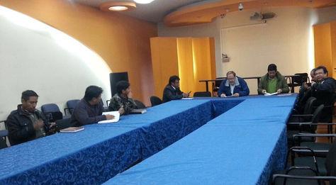 Reunión entre los obreros movilizados y el ministro Roberto Aguilar