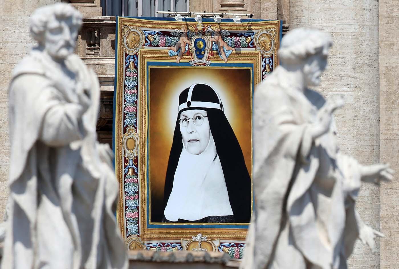 2016-06-05T100121Z_255248068_S1AETIDEPDAA_RTRMADP_3_POPE-CANONISATION