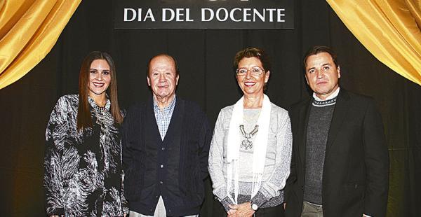 Laurent Parada, Héctor Justiniano (presidente), Lauren Müller (rectora) y Roberto Antelo
