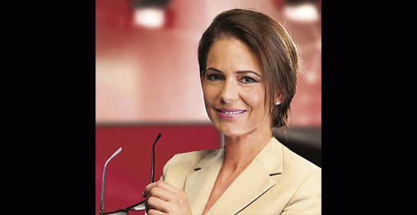 Sandra Parada | Radio Uno / Es parte del programa radial Un día perfecto y de los supermercados Fidalga. Cobra 300 dólares como maestra de ceremonias.