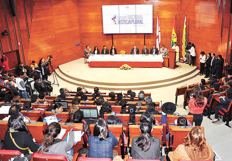 Sucre. Autoridades y delegados judiciales durante la convocatoria a la Cumbre Nacional de Justicia.