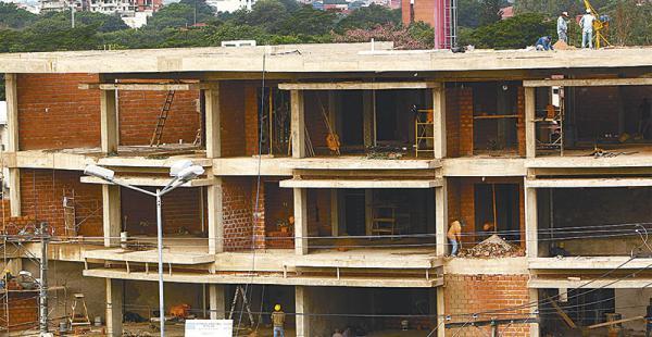 existen 945 nuevas obras la facilidad de créditos dinamiza la ejecución de emprendimientos Este edificio es una muestra del empuje sectorial en Santa Cruz