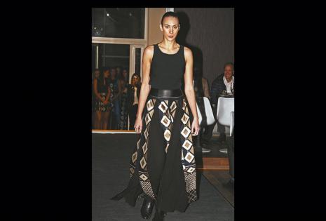 Lució un vestido en dos tonos de la diseñadora Anita Soto