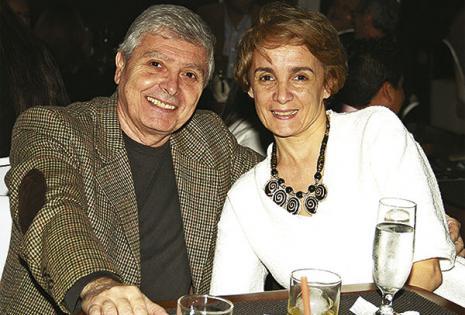 Sonrientes. Daniel Baleirón, cónsul general argentino, acompañado de su esposa Ana Baleirón