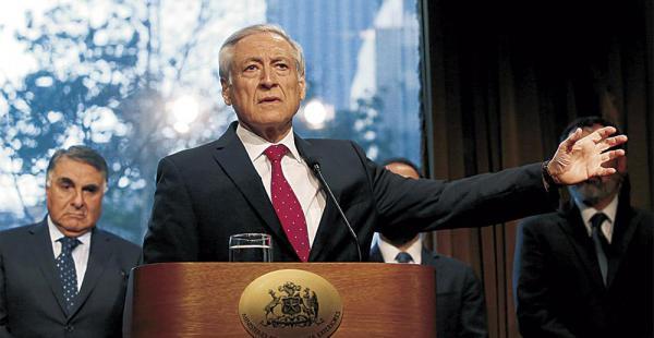 El canciller Heraldo Muñoz lidera la inusual comitiva de Chile que asistirá a la sesión de la OEA