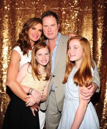 Brooke Shields celebra su 50 cumpleaños con Nueva York junto a su marido, Chris Henchy, y sus hijas, Rowan y Grier.