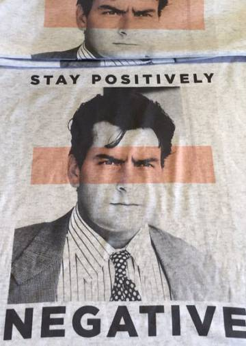 Camiseta de Charlie Sheen.