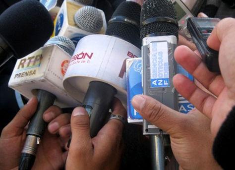 El periodismo boliviano en emergencia tras conocerse juicio contra periodista cruceña.