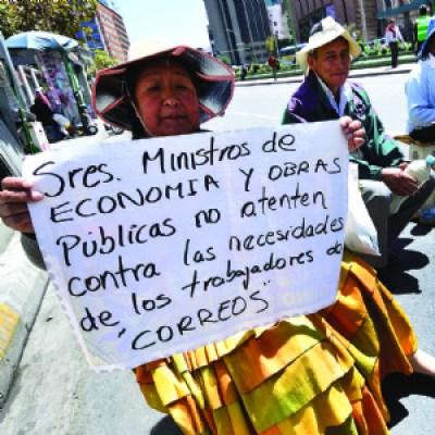 Morales anuncia el cierre de la empresa estatal de Correos