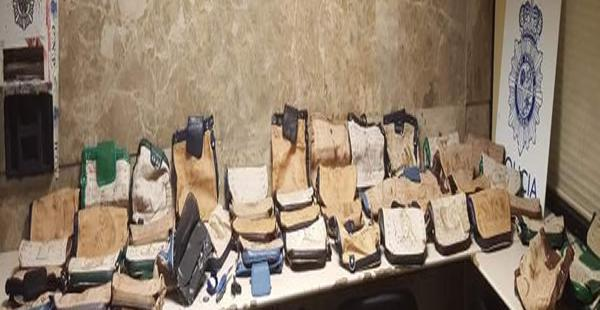 La extranjera partió de territorio nacional con el cargamento de droga. El caso es investigado por autoridades.