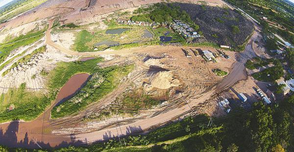 En el vertedero se depositan diariamente 1.500 toneladas de basura. La municipalidad busca aminorar la cantidad de basura para enterrar