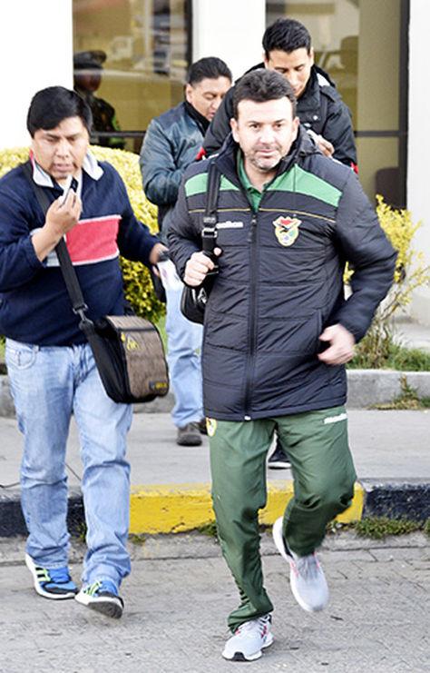 El técnico de la selección, Julio César Baldivieso.
