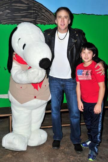 Nicolas Cage, obsesionado con los superhéroes, se empeñó en llamar a su hijo Kal-El, nombre real de Clark Kent, el tipo detrás de Superman. El que está con ellos es Snoopy.