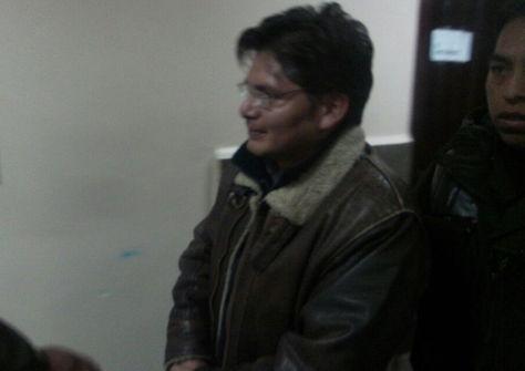 El exjefe de la Unidad de Transparencia del Consejo de la Magistratura de La Paz, Ariel Marañón, se dirige a su audiencia cautelar. Foto: Dennis Luizaga