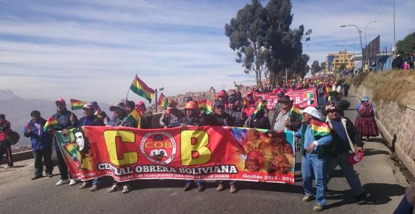 Los trabajadores marcharon en la sede de Gobierno y otros distritos