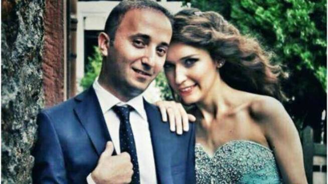 Yusuf y su futura mujer en el día de la pedida de mano