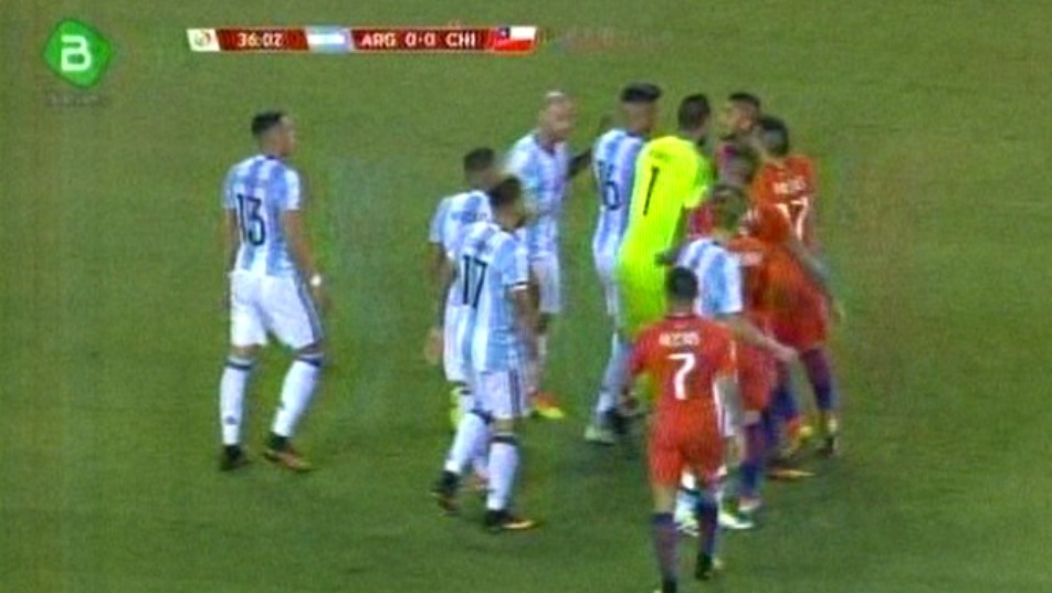Argentina 0-0 Chile: Termina el primer tiempo con 10 hombres en ambos equipos