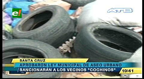 Municipio cruceño aprueba Ley que sanciona a los que boten basura en la calle