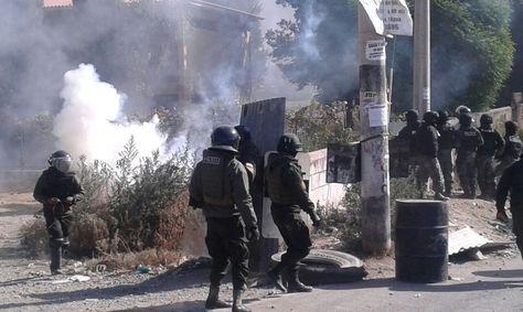 Gasificación a trabajadores que apoyan el paro de la COB en Cochabamba