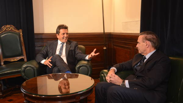 Massa y Pichetto, dos figuras centrales del peronismo actual, cuando se reunieron en mayo pasado. (Luciano Thierberger) - luciano thieberger