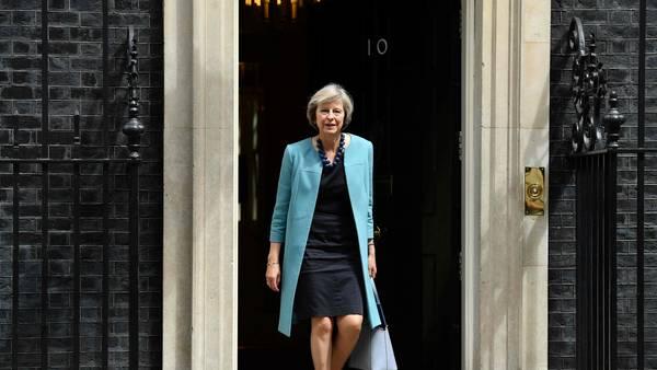 Candidata. Theresa May, ministra del Interior, sale de una reunión en la oficina del primer ministro (AFP).
