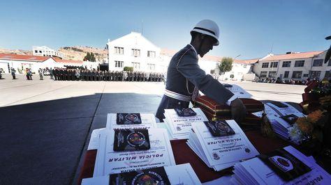 Libretas de servicio militar listas para su entrega
