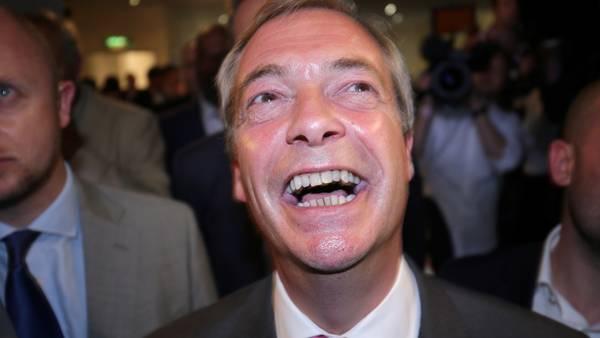 El controvertido político euroescéptico Nigel Farage celebrando los resultados del referéndum celebrado el 24 de junio/ DPA. - A4265/_Michael Kappeler