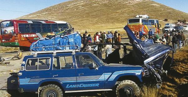 Este accidente ocurrió a finales de mayo en la carretera La Paz-Copacabana. Hubo cuatro muertos