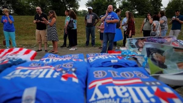 Hillray Clinton suspendió sus actos de campaña previstos para este viernes, tras la masacre de Dallas. /Reuters