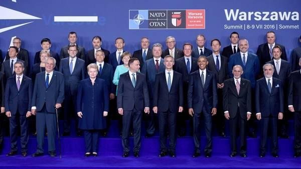 Líderes. Los jefes de Estado y de gobierno reunidos este viernes en Varsovia para la cumbre de la OTAN. /DPA