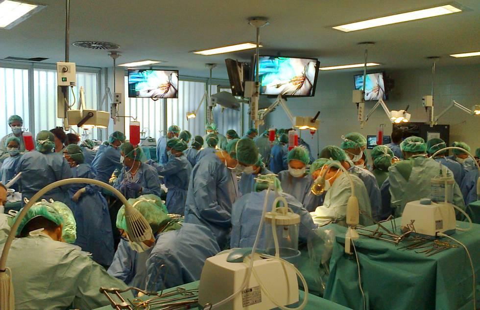 Espacio para la práctica de cirujanos con cadáveres en la Facultad de Medicina de la Universidad Autónoma de Madrid.