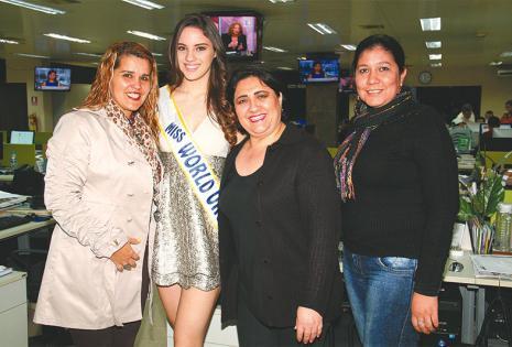 UNA FOTITO, POR FAVOR... Alicia Bress (Revista Extra), Aida Domínguez (Revista Para Ellas) y Roxana Villa de Lora (Revista El Deber Rural)
