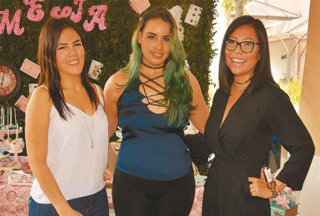 ELLAS SE ACERCARON A LA PANCITA.  Fabiana Ardaya, Ximena Jordán y Sara Villegas