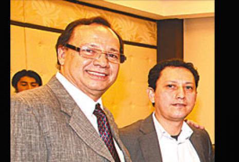 ATENTOS A LA CONFERENCIA   Juan Suárez y Jaime Gamarra