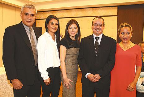 DEL COMITÉ ORGANIZADOR. Dardo Justiniano, Melba Borda,  Dolores Campo, Roberto Paz y Lourdes Caballero, colegas