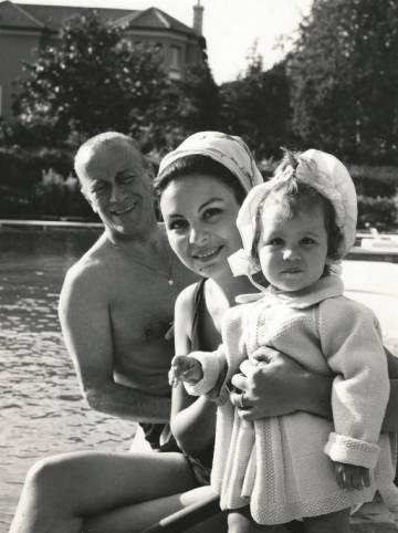 Patricia Gucci junto a sus padres, Aldo Gucci y Bruna Palombo, en una villa romana en 1965.