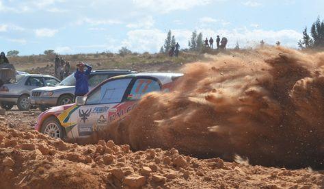 El coche de Marco Bulacia hijo durante la carrera de Cochabamba.