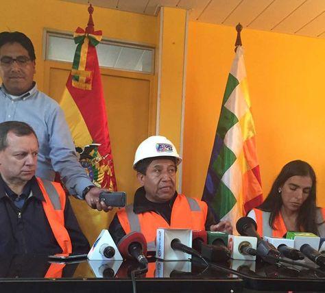 El canciller David Choquehuanca y los presidentes de la camara de Senadores y Diputados; José Alberto Gonzales y Gabriela Montaño, en conferencia de prensa en Arica-Chile. Foto: ABI
