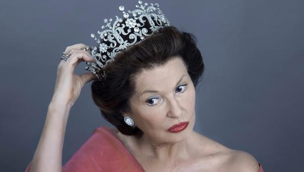 Stephanie Beacham, caracterizada como la Princesa Margarita