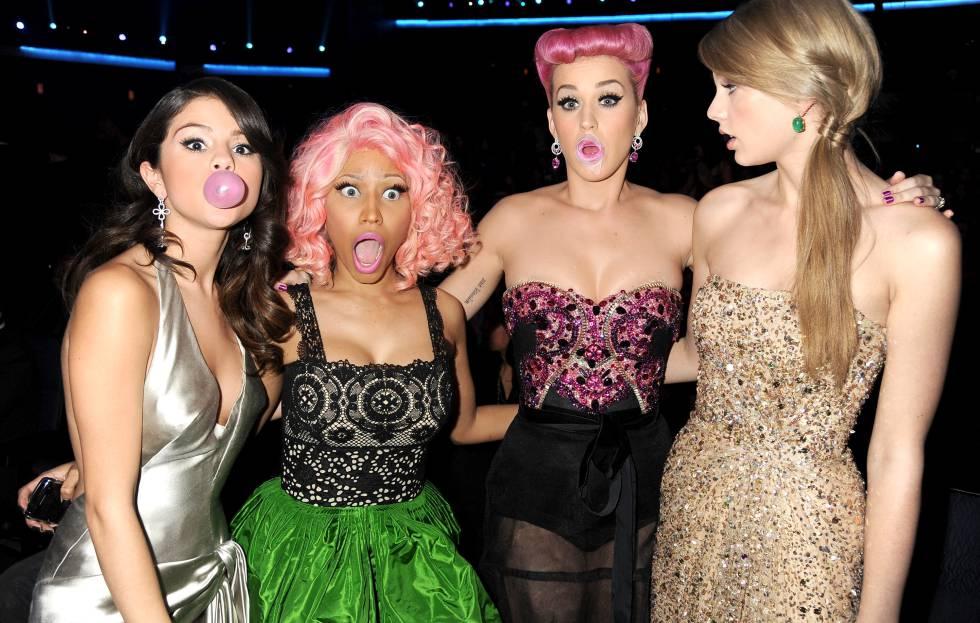 Selena Gomez, Nicki Minaj, Katy Perry y Taylor Swift, en los American Music Awards de 2011.