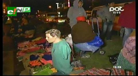 "Comerciantes ""nocheros"" vuelven a vender en camellón de la Omar Chávez"