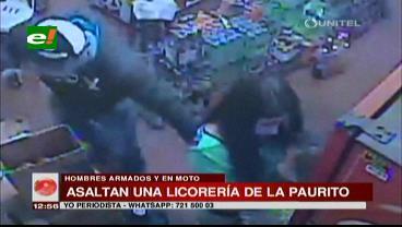 Atracan a dos jovencitas en una licorería, la Policía busca a los delincuentes