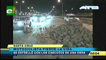 Motociclista muere tras chocar contra bloques de concreto
