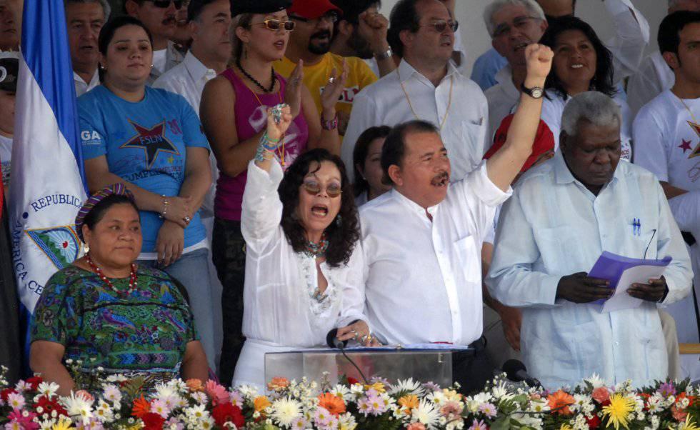 La pareja presidencial en Managua en 2009.