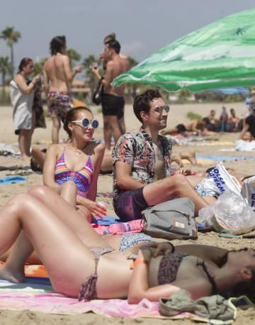 Descanso en la playa del Arenal antes del comienzo de los conciertos.