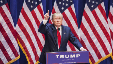 Donald-Trump-CNN-Banderas